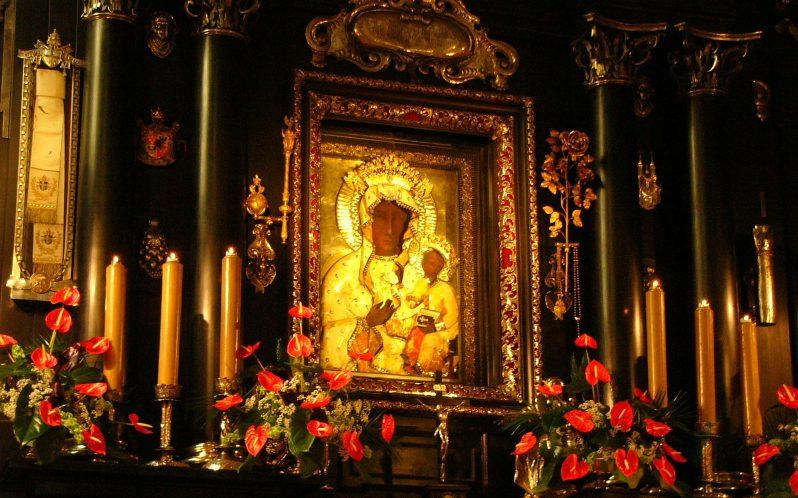No ano de 1656, Nossa Senhora de Czestochowa foi declarada, oficialmente, pelo Papa, como Rainha da Polônia.