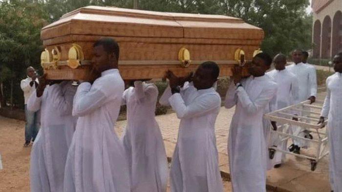 A mais recente vítima desta perseguição religiosa na Nigéria foi o seminarista Michael Nnadi, de 18 anos, que foi sequestrado junto com seus três companheiros no seminário maior do Bom Pastor de Kakau.