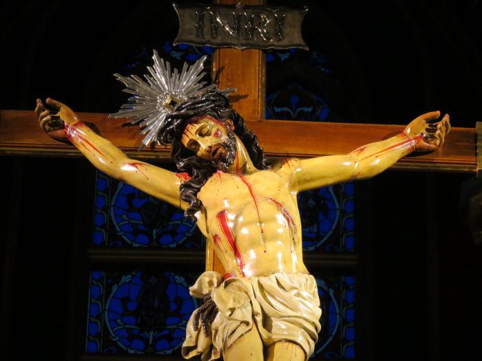 Na cruz, Cristo se converte num novo Adão: Nele o ser humano renasce, começa novamente.