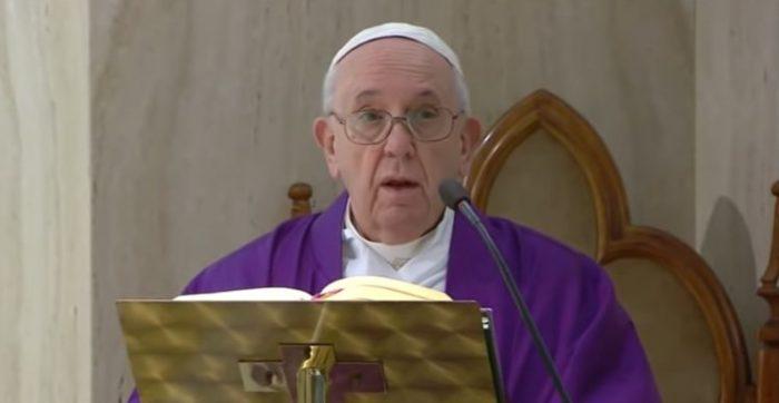 Até o momento, o número de casos registrados no Vaticano é o de cinco pessoas. Apesar disso, vários prelados da Cúria estão em quarentena.