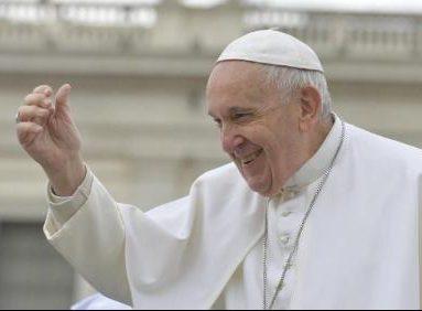 Papa doa respirador e equipamentos de saúde a hospital da grande Roma