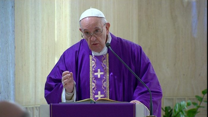 Papa reza pelos que, choram: neste tempo de aflição e dor peçamos a graça de saber chorar com eles.