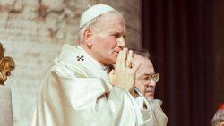 Não tenhais medo! Procurai abrir, escancarar as portas para Cristo, por Maria: assim pensava João Paulo II.