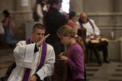 Dom José Ignacio Munilla oferece cinco conselhos práticos para aproximar-se da confissão; cinco passos que ajudam a chegar à reconciliação com Deus pelo sacramento da confissão.