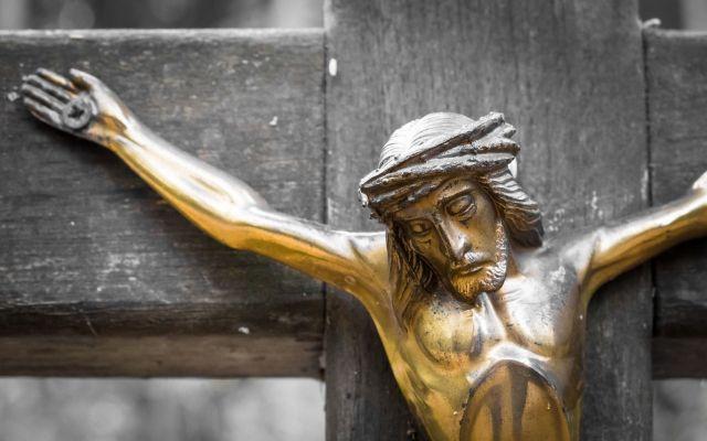 A Sexta-Feira Santa é um dia de grande silêncio, oração, penitência, jejum e abstinência de carne. Conheça aqui o significado da rica liturgia deste dia.