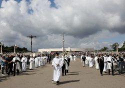 A primeira peregrinação aniversária com presença física de fiéis depois da quarentena, serviu também para comemorar o centenário da chegada da imagem de Fátima ao Santuário.