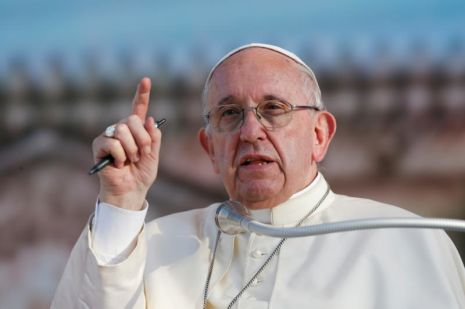 Segundo Francisco, a missão dos meios de comunicação é manter as pessoas unidas, encurtar distâncias, fornecer informações necessárias.