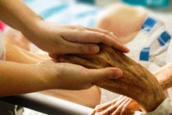Vamos afirmar a posição dos Médicos Católicos pela vida, contra a eutanásia: a dignidade não é contingente, é inerente à pessoa humana do nascimento à morte.