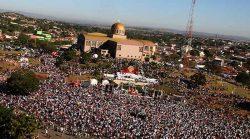 """""""Festa de Trindade"""" atrai mais de 3 milhões de peregrinos e neste ano acontece de modo virtual, sem a presença de fiéis."""