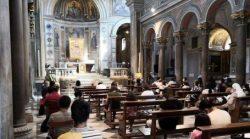Uma vigília de orações pelos falecidos e pelos enfermos: a oração é a arma mais poderosa do cristão