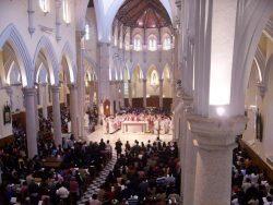 A medida restritiva suspende também a administração de sacramentos como o Batismo, a Primeira Comunhão e a Crisma.