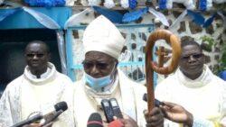 Cardeal Philippe Ouédraogo convidou os fiéis a rezar especialmente pela paz no país que tem sido vítima de repetidos ataques jihadistas e sofre com a pandemia do coronavírus.