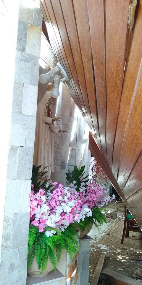 Grande parte do templo foi destruído, porém, a Imagem de Nossa Senhora de Fátima, padroeira da igreja não sofreu nenhum dano.