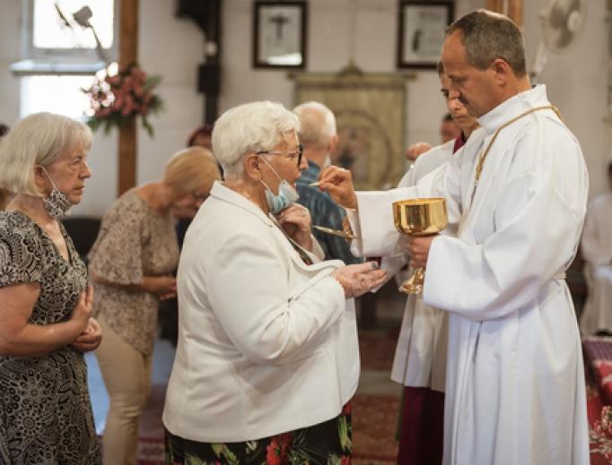 Nenhum surto de COVID-19 aconteceu em igrejas que seguem as normas estabelecidas, embora indivíduos assintomáticos e infectados as tenham frequentado, diz estudo médico.