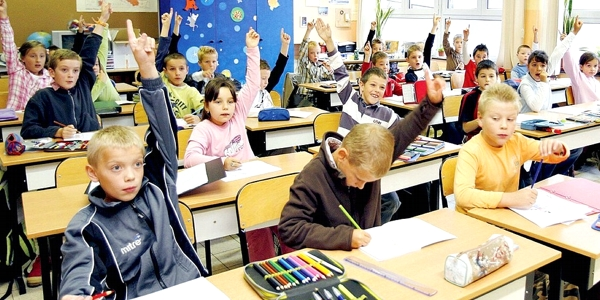 Para Conferência Episcopal da Polônia, tanto o ensino religioso na escola quanto a catequese na paróquia são necessários.