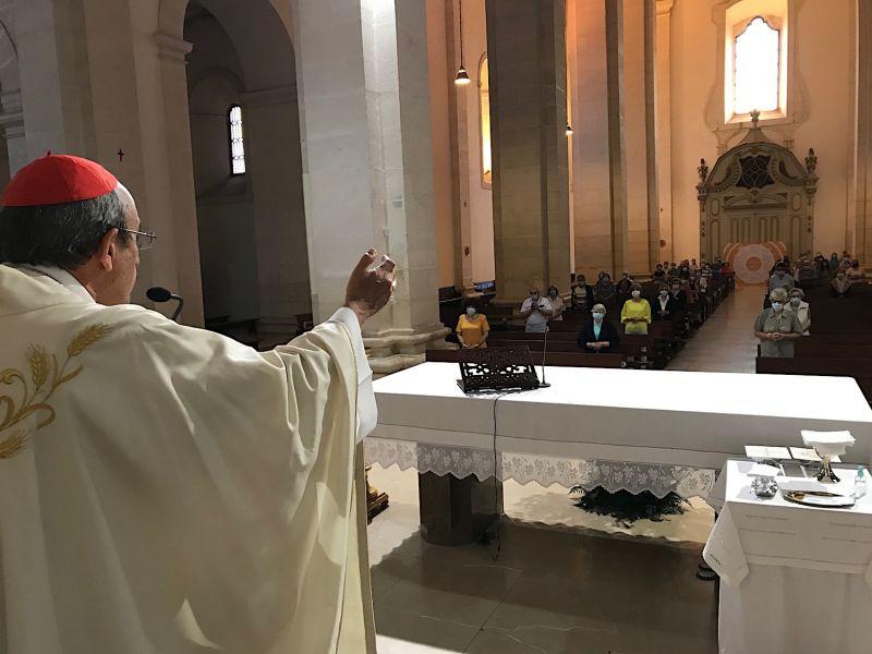 """Um sinal de alarme e alerta: a pandemia pôs a descoberto e acentuou o abandono da celebração dominical pelos católicos e por parte das novas gerações? """""""