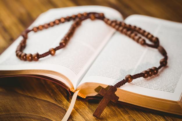 O Espírito Santo que guia a Igreja, fez com que Ela optasse pela Bíblia completa, a versão dos Setenta de Alexandria, o que vale até hoje para nós católicos.