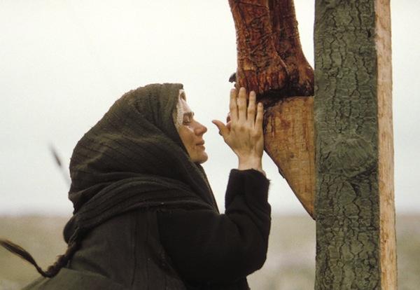 """Com as procissões e manifestações religiosas, os cristão dizem: """"ainda estamos aqui, mesmo que ninguém nos proteja, porque confiamos que o Senhor Jesus, com Maria, sua Mãe, nos protegerá""""."""
