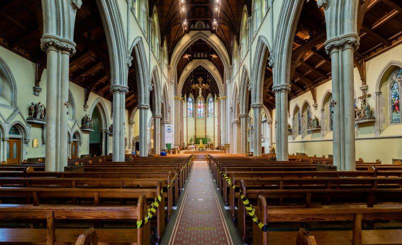 Exorto e convido a todos: voltem! Voltem para a missa! Voltem à igreja para uma oração particular! Volte para visitar Jesus Santíssimo! Você é realmente bem-vindo - sentimos sua falta!