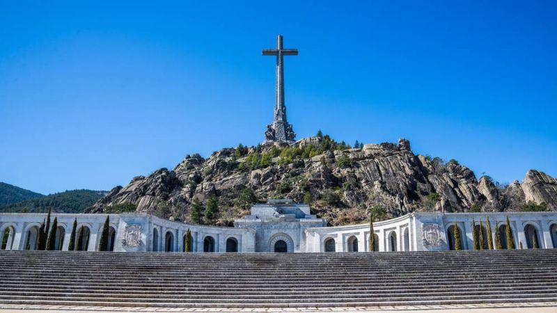 """Governo social-comunista da Espanha planeja """"redefinir o Vale dos Caídos"""": será um cemitério civil, sem os religiosos beneditinos e sem a Cruz monumento."""