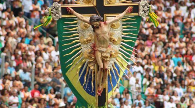 A procissão-carreata comemorou a Solenidade da Exaltação da Santa Cruz, e aproveitou-se o ensejo para levar paz e consolo às famílias e às pessoas durante este isolamento social.