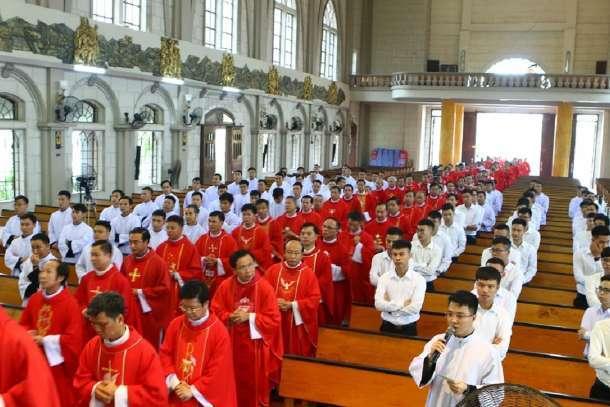 A Igreja Católica no Vietnã tem sob sua responsabilidade administrativa 11 seminários principais com 2.824 alunos de 27 dioceses.