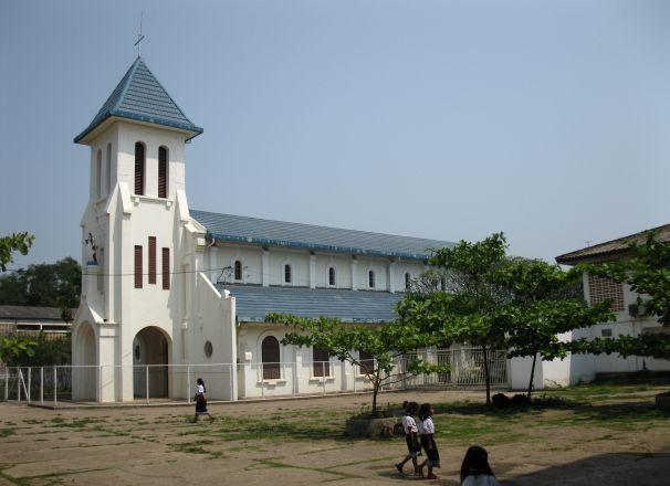 No Laos, o governo de Vientiane afirma que tomou providências para proteger os cristãos de assédios contínuos, discriminações e maus-tratos.