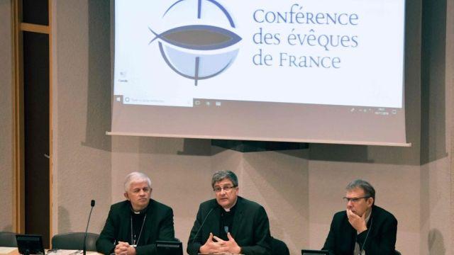 """Bispos franceses convidam católicos a se informar sobre a """"Lei de Bioética"""", denunciar seus erros, manifestar sua oposição a ela: """"Nossa sociedade não deve ser arrastada sub-repticiamente por um caminho perigoso para o futuro da humanidade""""."""