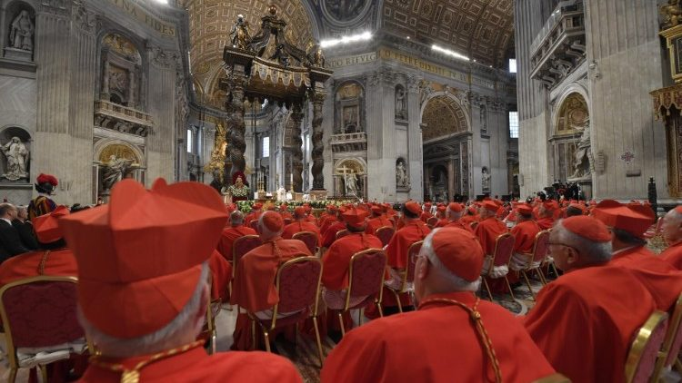 O Consistório de hoje é o sétimo convocado por Francisco, eleva o número de presenças no Colégio Cardinalício para 229, 101 não-eleitores.