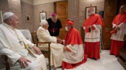 O gesto de os novos Cardeais visitarem o Papa Emérito aconteceu também no final dos outros Consistórios realizados no Pontificado de Francisco.