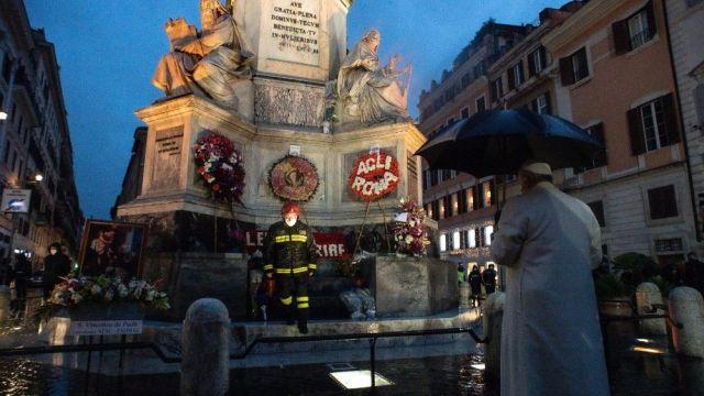 Por causa da pandemia do coronavírus, a tradicional visita do Papa à Praça de Espanha no dia da Imaculada realizou-se de forma privada.