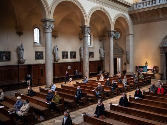 Acompanhamos a situação da pandemia em Portugal esperando ser possível retomar as celebrações presenciais o quanto antes, dizem Bispos.