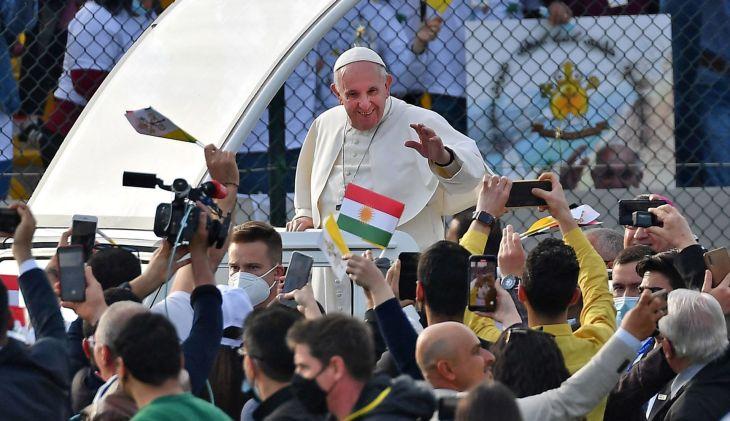 A visita do Papa ao Iraque encerrou-se no aeroporto de Bagdá numa cerimônia privada com a presidente da república e responsáveis das comunidades cristãs.