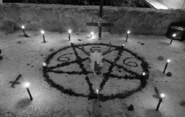 """O ritual satânico de aborto """"santifica o processo de aborto, incutindo confiança e protegendo os direitos corporais"""", é um ato religioso, não pode ser cerceado, dizem os satanistas."""