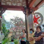 Milhares de fiéis vietnamitas ornam estampas de São José, com elas realizam procissões diárias, rezam em família e inspiram sua vida no exemplo do Santo.