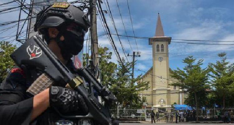 Terroristas islâmicos provocaram explosão na Catedral do Sagrado Coração de Jesus, em Makassar, ao final da Cerimônia de Domingo de Ramos deixando 14 vítimas e danos materiais.