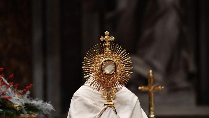"""""""A Sagrada Comunhão está reservada para aqueles que, com a graça de Deus , se esforçam sinceramente por viver esta união com Cristo e a sua Igreja, aderindo a tudo o que a Igreja Católica crê e proclama como revelado por Deus"""""""