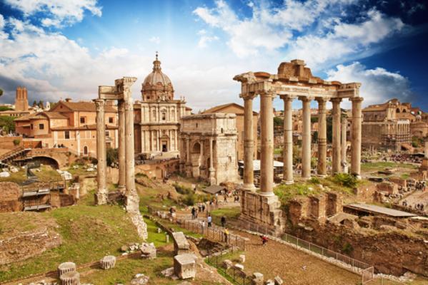 Diante do perigo bárbaro, surge a figura de um homem que dá a impressão de ter sido constituído pela Divina Providência para salvar o Império Romano do Ocidente. Seu nome era Estilicão.