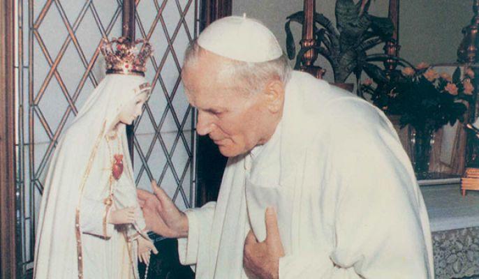 """No final da Audiência Geral, o Papa exortou os fiéis à """"confiança na maternal proteção"""" de Nossa Senhora de Fátima, """"diante das dificuldades na vida de oração""""."""