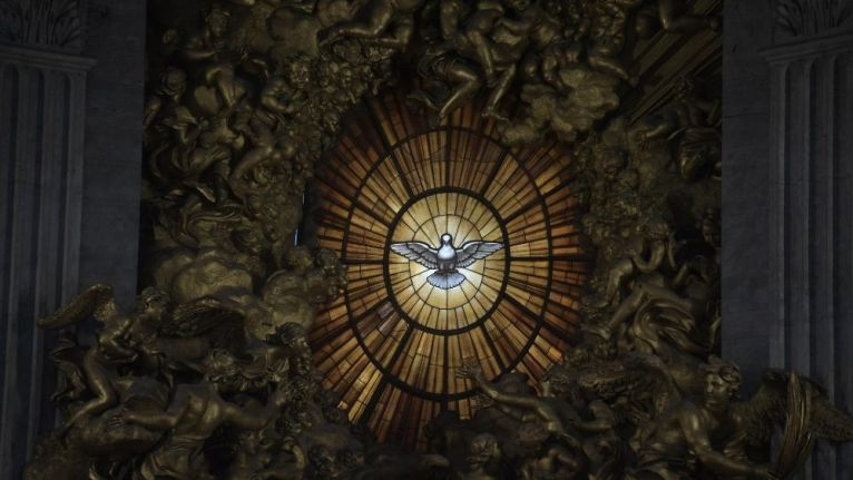 Na escuridão da solidão, no peso que sufoca a esperança, se nada tem saída: abra-se ao Espírito Santo, ouça o Consolador perfeito.
